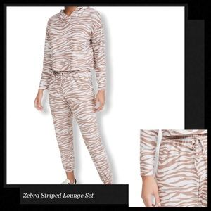 ONZIE Zebra Striped Weekend Lounge Set